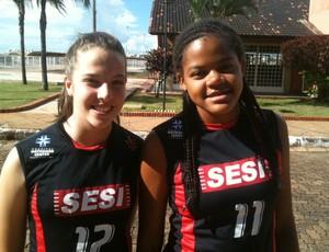 Bruna e Joice, de Uberlândia, foram convidadas para avaliação na Seleção Brasileira infanto-juvenil de vôlei (Foto: Divulgação / Sesi Uberlândia)