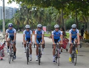 Ciclistas da equipe de Santos no Aterro do Flamengo ciclismo (Foto: Ana Carolina Fontes / Globoesporte.com)