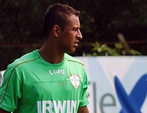 O atacante Rodriguinho já treina com seus novos colegas na Portuguesa (Foto: divulgação / Portuguesa)