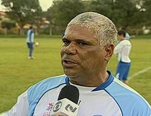 Nivaldo Lancuna, técnico do Goianésia (Foto: Reprodução/TV Anhanguera)