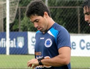 Marcos, lateral no treino do Cruzeiro (Foto: Tarcisio Badaró / GLOBOESPORTE.COM)
