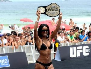 chandella powell ufc treino livre praia (Foto: André Durão / Globoesporte.com)
