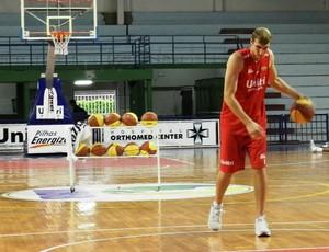 Pivô Leonardo do time de basquete de Uberlândia (Foto: Hismênia Keller/GLOBOESPORTE.COM)