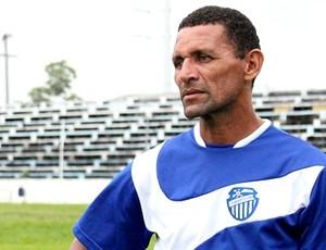Técnico Sérgio Duarte tem a missão de reabilitar o futebol do São Raimundo (Foto: Anderson Silva / Globoesporte.com)