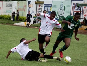 XV saiu na frente, Santacruzense virou, mas os dois times ficaram no empate (Foto: Divulgação / XV de Jaú)