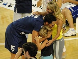 Henrique, do Minas, recebe homenagem vôlei (Foto: Leonardo Simonini/Globoesporte.com)