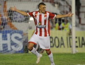 Souza comemora gol do Náutico sobre o Petrolina (Foto: Aldo Carneiro/Agência Estado)