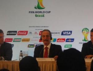 Jerome Valcke, Aldo Rebelo e Ronaldo em coletiva da Fifa  no Rio (Foto: Marcelo Baltar/GLOBOESPORTE.COM)