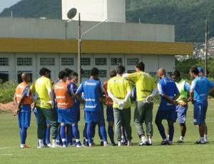 Elenco do Avaí conversa antes do treinamento (Foto: Divulgação/Avaí)