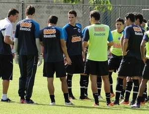 Vagner Mancini no treino do Cruzeiro com os jogadores (Foto: Marco Antônio Astoni / Globoesporte.com)