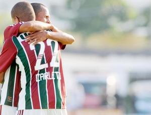 Thiago Carleto comemora com Souza na vitória do Fluminense (Foto: Dhavid Normando/Photocamera)