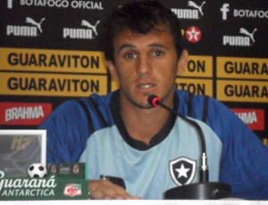 Lucas lateral Botafogo (Foto: André Casado/Globoesporte.com)