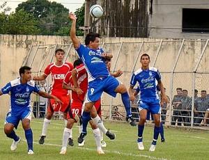 Dos sete gols, três foram de Fábio Bala, que cabeceia a bola (Foto: Divulgação/Penarol)