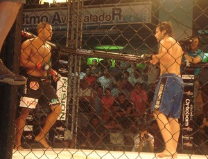 Kléber Orgulho x Emiliano Sordi no Jungle Fight 36 (Foto: Adriano Albuquerque)