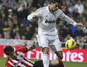 Cristiano Ronaldo foi o nome da vitória do Real (Foto: Agência Efe)