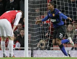 Valencia comemora gol do Manchester United sobre o Arsenal (Foto: AP)