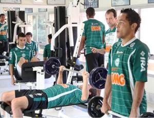 Jogadores do Coritiba realizam trabalho regenerativo na musculação (Foto: Divulgação / Coritiba)
