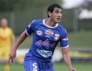 Felipe Saad, novo reforço do Ajaccio, em ação pelo Evian (Foto: Reprodução / Site oficial)