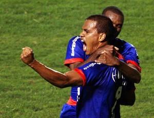 Artur comemora gol do São Caetano (Foto: Divulgação)