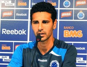 Leandro Guerreiro na coletiva do Cruzeiro (Foto: Ana Paula Moreira / Globoesporte.com)