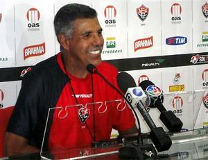 Toninho Cerezo em coletiva na Toca do Leão (Foto: Raphael Carneiro /  Globoesporte.com)