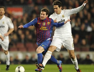 Messi e Kaká, Barcelona x Real Madrid (Foto: AFP)