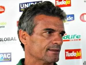 Eugênio Carlos, no último treino do Uberlândia antes do amistoso contra o Nacional-MG (Foto: Andréia Candido/GLOBOESPORTE.COM)