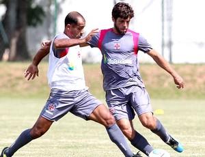 Juninho Pernambucano e Felipe no treino do Vasco (Foto: Marcelo Sadio / Site Oficial do Vasco da Gama)
