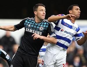 John Terry e Anton Ferdinand na partida do Chelsea contra o Queen´s Park Rangers (Foto: Getty Images)