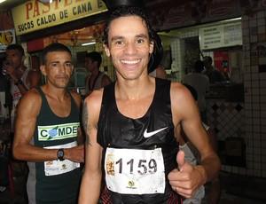 franck caldeira com atletas no Desafio da Paz na Rocinha (Foto: Luisa Prochnik / Globoesporte.com)