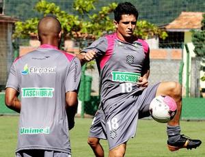 Atacante Aloísio no treino do Figueirense (Foto: Carlos Amorim/Figueirense Futebol Clube)