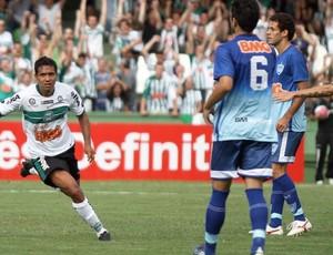 Davi comemora gol na vitória sobre o iraty (Foto: Divulgação/Coritiba)