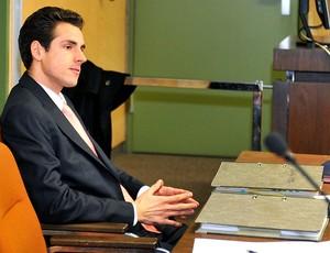 Adrian Sutil durante julgamento (Foto: AFP)