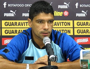 Renato no treino do Botafogo (Foto: André Casado / Globoesporte.com)