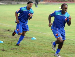 Ronaldinho e Vagner Love no treino do Flamengo (Foto: Alexandre Vidal/Fla Imagem)