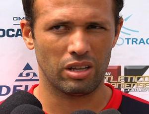 Gabriel, zagueiro do Atlético-GO (Foto: Reprodução/TV Anhanguera)