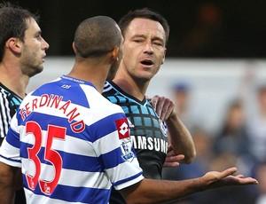John Terry e Anton Ferdinand na partida do Chelsea contra o Queen´s Park Rangers (Foto: AP)
