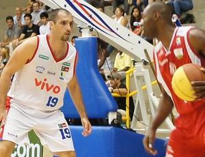 Alex paulistano x franca basquete (Foto: Lucas Diniz/Divulgação)