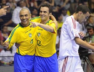 Ari e Falcão, jogadores da seleção brasileira de futsal (Foto: Divulgação/FIFA)