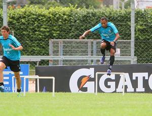 Gilberto Silva treina no Olímpico (Foto: Lucas Uebel/Grêmio FBPA)