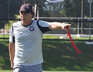 Juan Carrasco, técnico do Atlético-PR (Foto: divulgação/site oficial do Atlético-PR)