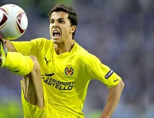 Nilmar no jogo do Villarreal (Foto: AFP)