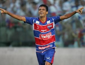 Ciro marca gol de virada para Fortaleza x Guarany (Foto: Rodrigo Carvalho/ Agência Diário)