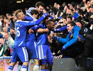 jogadores do Chelsea comemora gol contra o Manchester United (Foto: AFP)