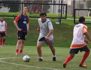 Atlético-PR treina com Carrasco participando (Foto: Divulgação/Site oficial do Atlético-PR)