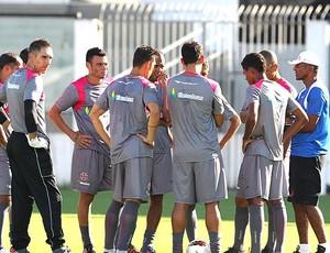 Cristóvão Borges no treino do Vasco com os jogadores (Foto: Marcelo Sadio / Site Oficial do Vasco da Gama)