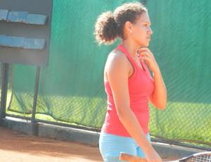Júlia Tozzi, tenista (Foto: Andréia Cândido/GLOBOESPORTE.COM)