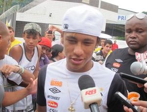 Neymar embarque Santos (Foto: Marcelo Hazan/Globoesporte.com)