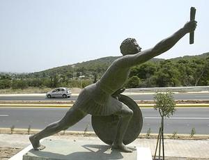 Estátua Filípides corrida de rua (Foto: John Kolesidis/Reuters)