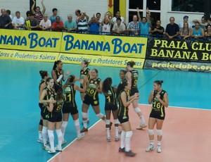 Praia Clube comemora vitória sobre o Vôlei Futuro (Foto: Fabiano Rodrigues/GLOBOESPORTE.COM)